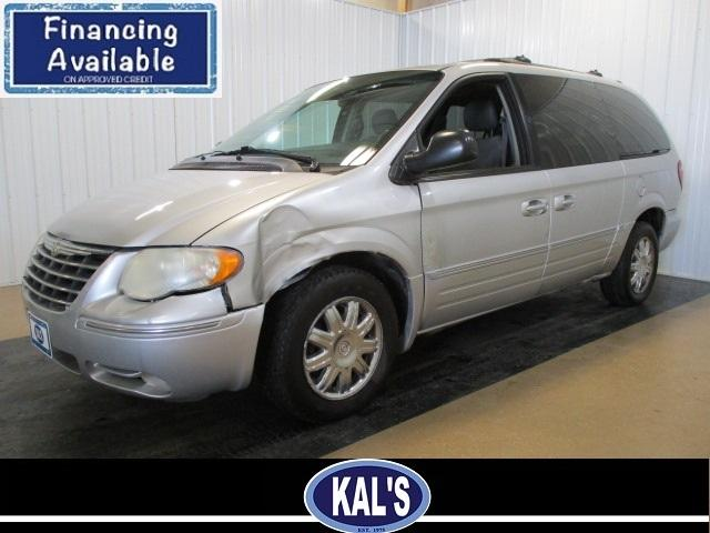 2006 Chrysler Town & Country $895