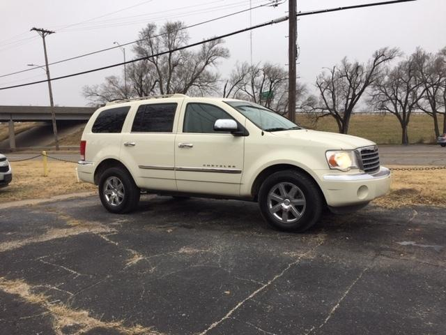 2009 Chrysler Aspen $1000