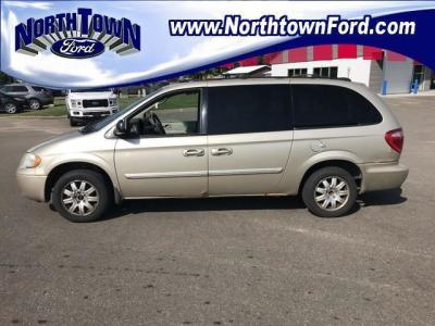 2005 Chrysler Town & Country $1000