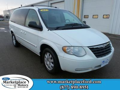 2005 Chrysler Town & Country $990