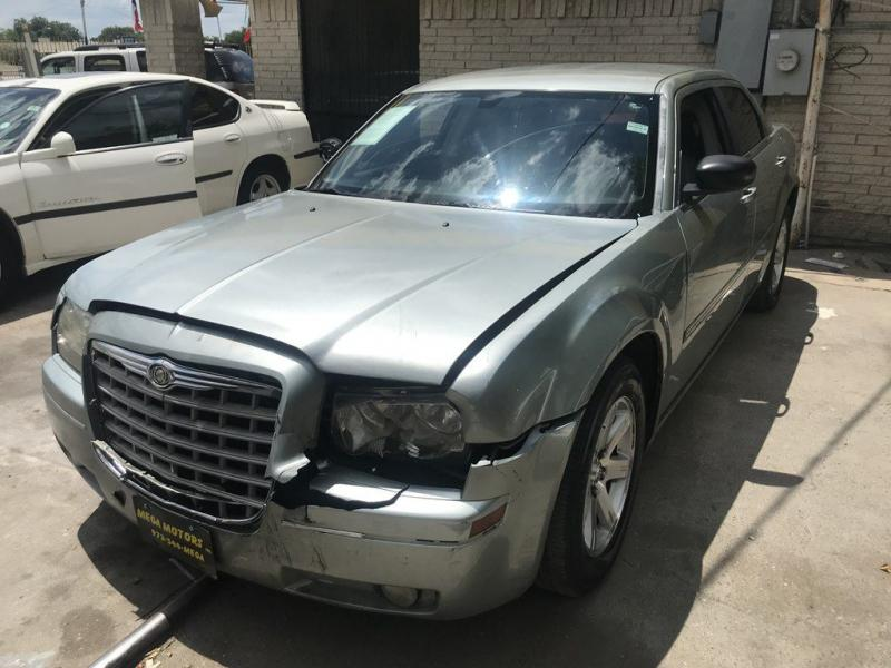 2006 Chrysler 300 $525