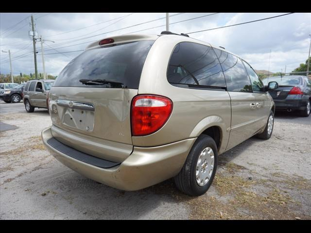 2002 Chrysler Town & Country $988