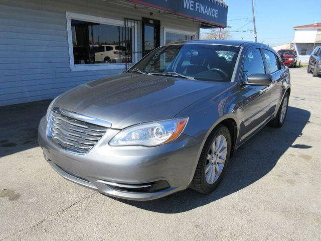 2013 Chrysler 200 $1000