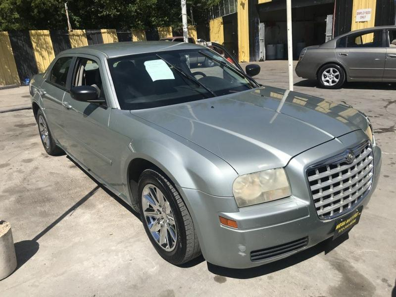 2006 Chrysler 300 $725