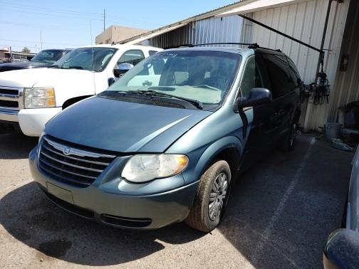 2005 Chrysler Town & Country $900