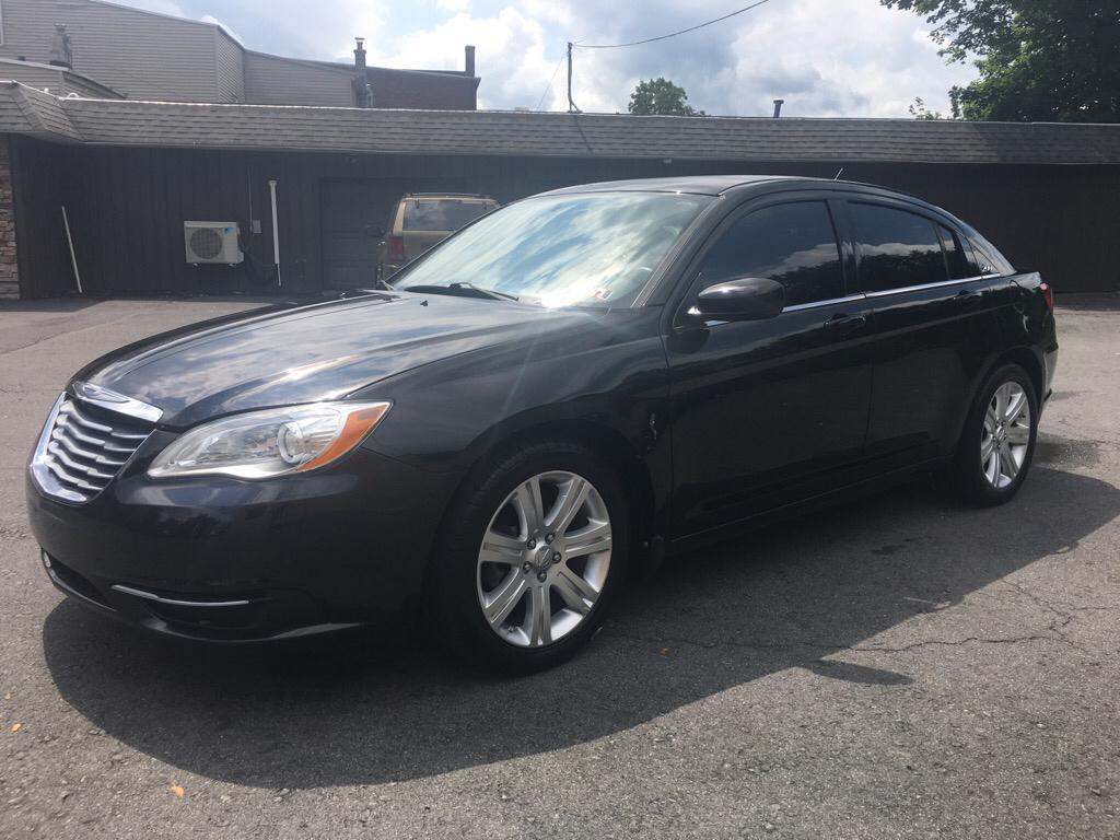 2013 Chrysler 200 $795