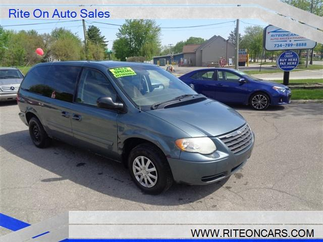 2007 Chrysler Town & Country $1000