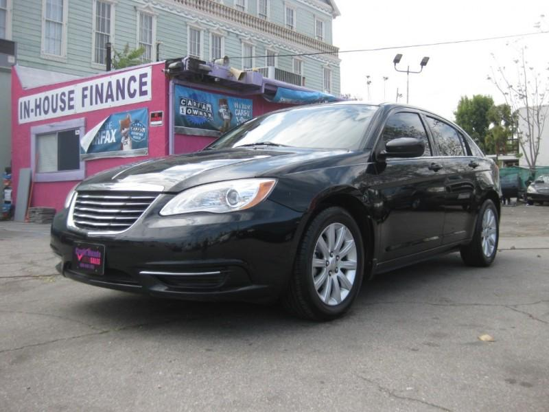 2011 Chrysler 200 $699