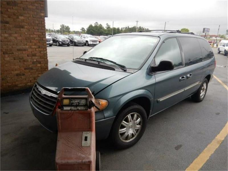 2005 Chrysler Town & Country $950