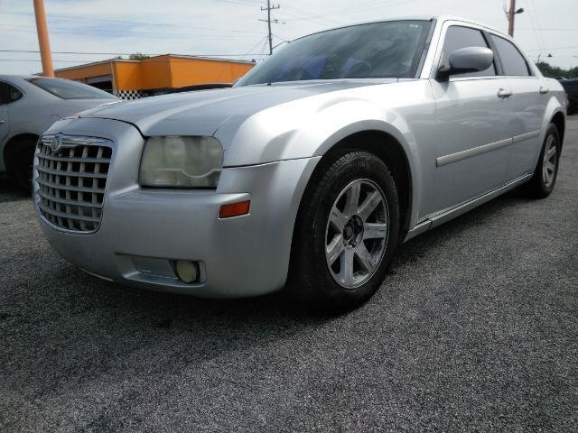 2005 Chrysler 300 $1000