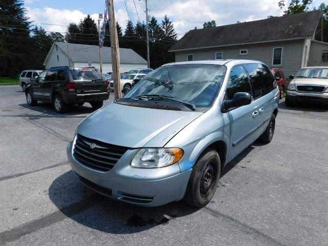 2005 Chrysler Town & Country $895