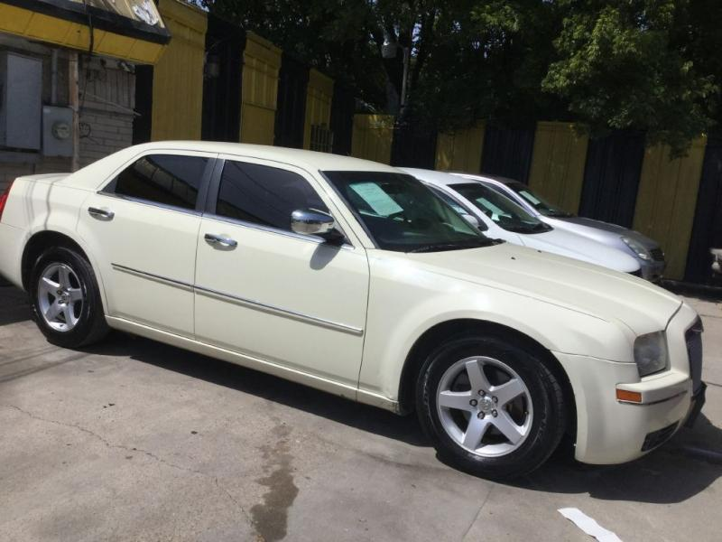 2010 Chrysler 300 $525