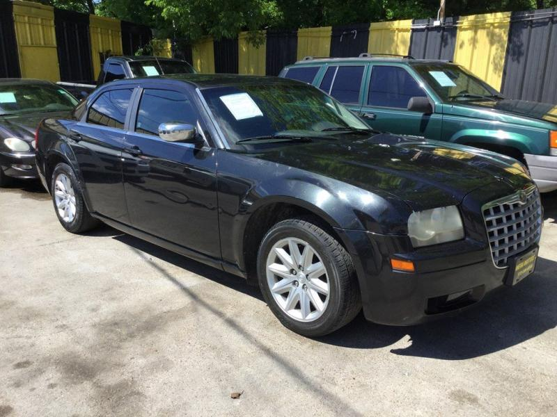 2008 Chrysler 300 $525