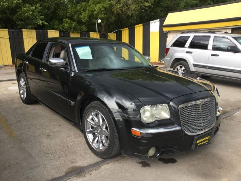 2005 Chrysler 300 $725
