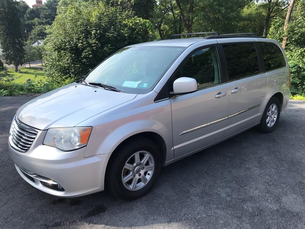 2011 Chrysler Town & Country $995