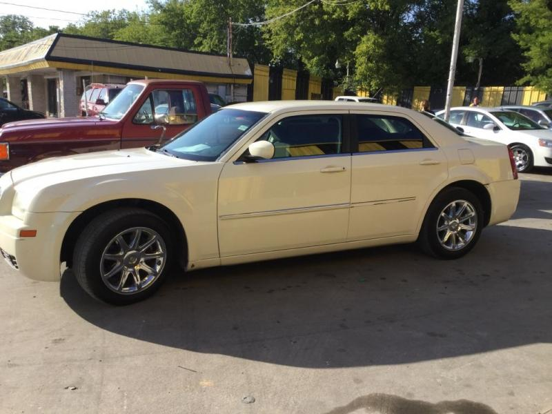 2008 Chrysler 300 $725