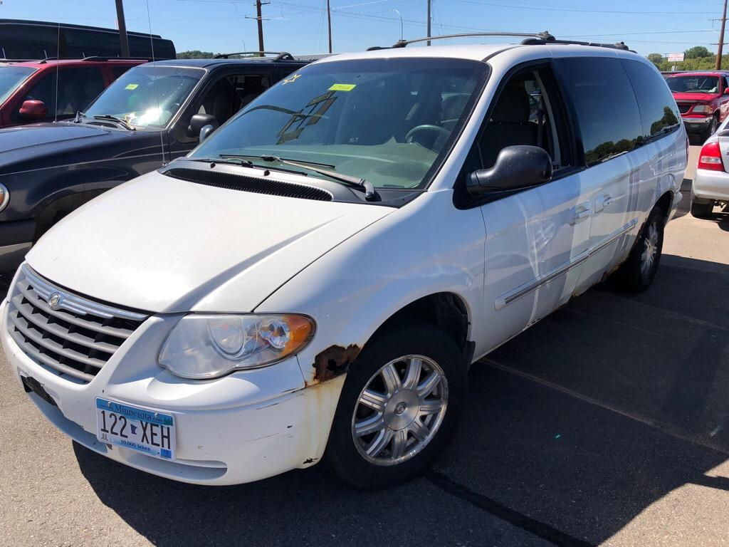 2005 Chrysler Town & Country $899