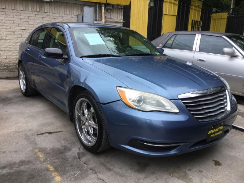 2011 Chrysler 200 $525