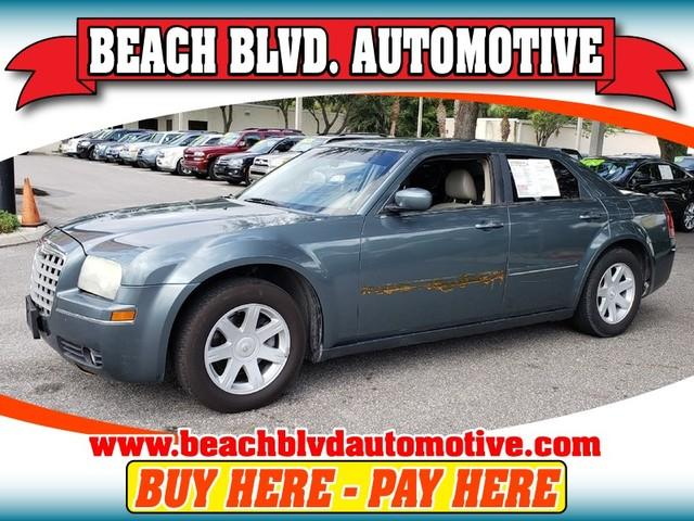 2005 Chrysler 300 $988